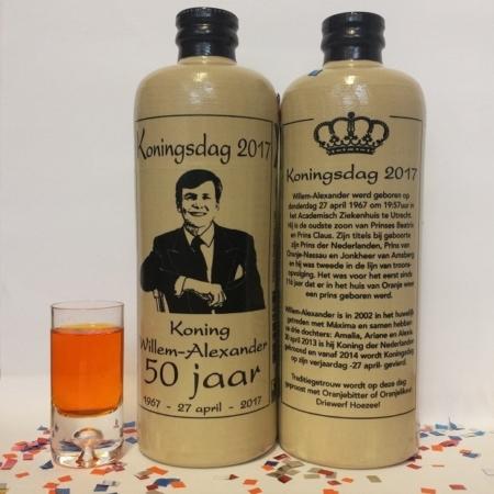 Koningsdag kruik 2017 voor en achter confetti en glas